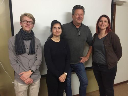 Samuel Blixt, Gunilla Eklund och Andrea Behmrell från Lindeskolan besökte LFK. Här med LFK:s ordförande Rolf Karlsson.